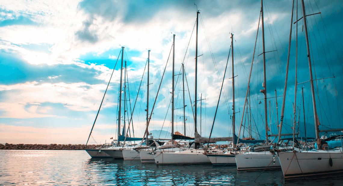Kiedy jest najlepszy czas na czarter jachtów w ofercie First Minute?